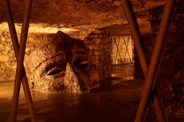 Les secrets du sous-sol de Budapest Labirintus-fej-1