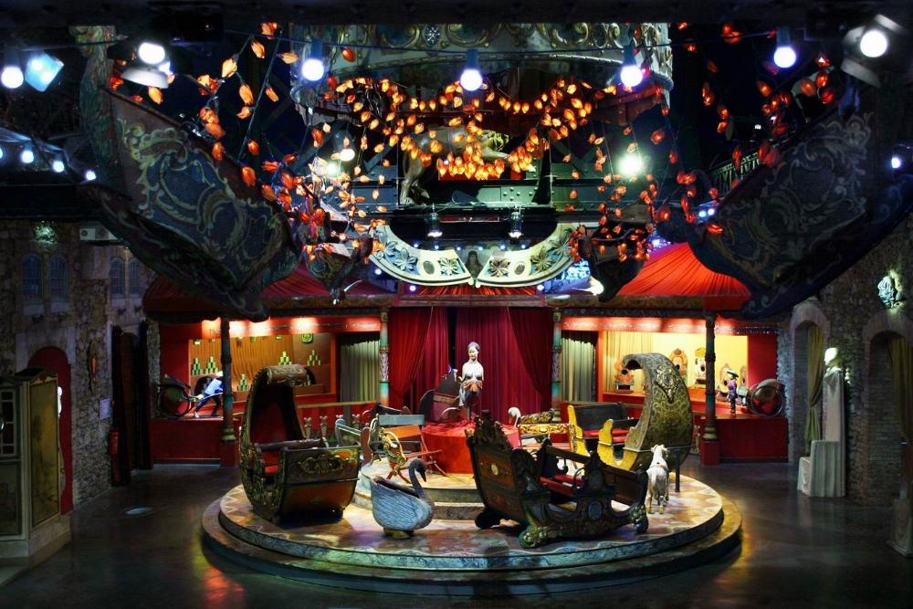 Manège de gondoles, Salons vénitiens
