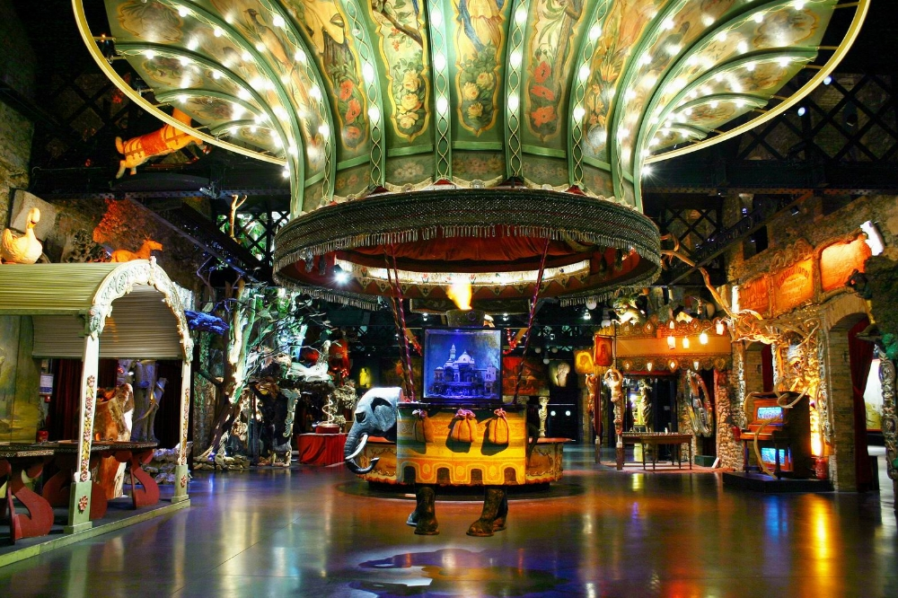 Théâtre du Merveilleux : montgolfière à l'éléphant