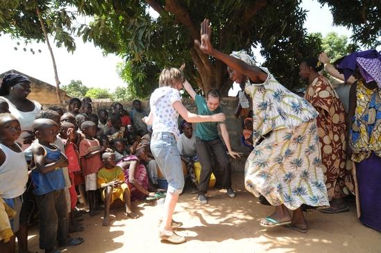 Sénégal : A chaque fête du village de Sandicoly, les femmes nous font danser !