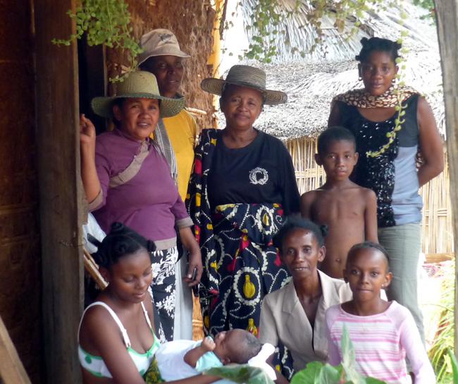 Ce sont souvent plusieurs générations qui nous accueillent! (Madagascar)