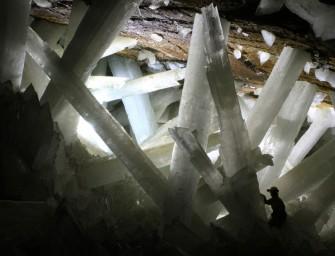 Explorez la grotte de cristal de Naïca, unique au monde