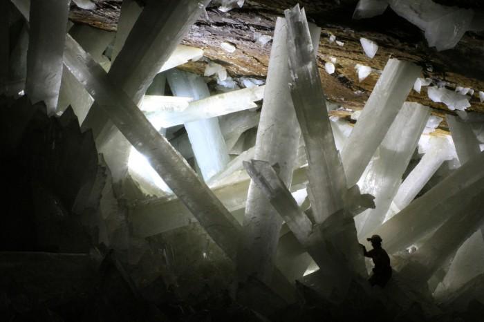 http://www.voyageurs-du-net.com/wp-content/uploads/2012/09/grotte-de-naica-caverne-de-cristal-700x466.jpg