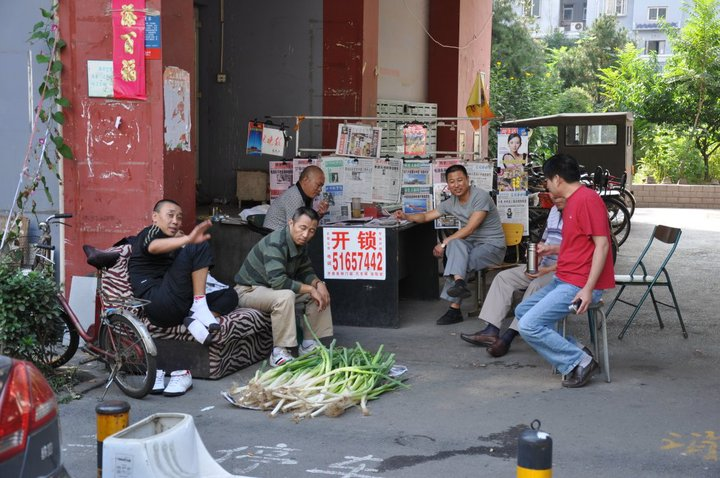 Stand de vente de poireaux et point presse, Beijing (Chine)