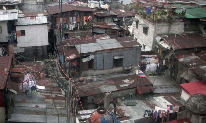 http://www.voyageurs-du-net.com/wp-content/uploads/2012/11/tourisme-misere-slum-tourism-bidonville-700x418.jpg