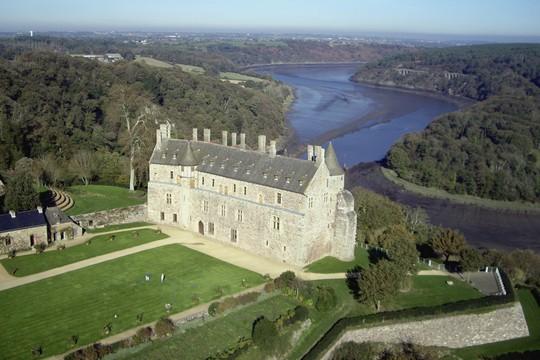 Vue aérienne du château de la Roche-Jagu (Panoramic Bretagne, Ludovic Cadiou)