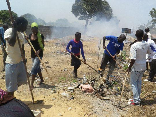 Opération communautaire de nettoyage