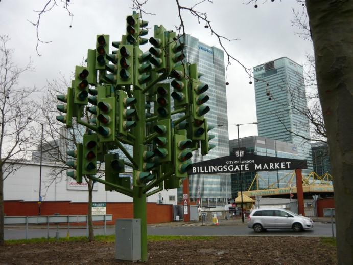 londres-insolite-traffic-light-tree-01