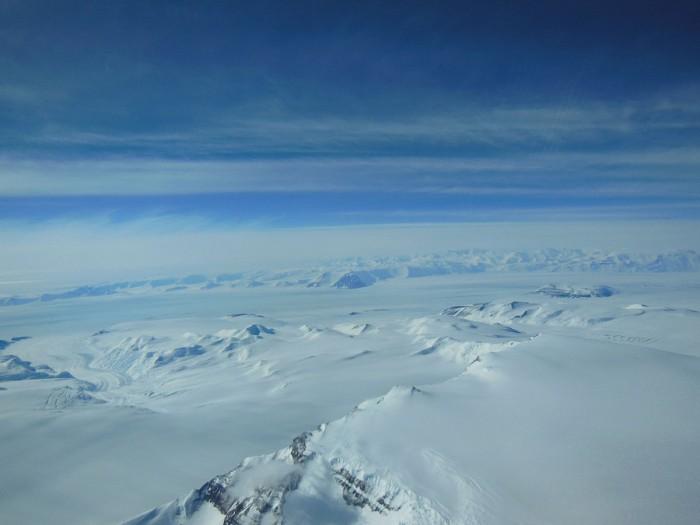 http://www.voyageurs-du-net.com/wp-content/uploads/2013/02/montagnes-antarctiques-700x525.jpg