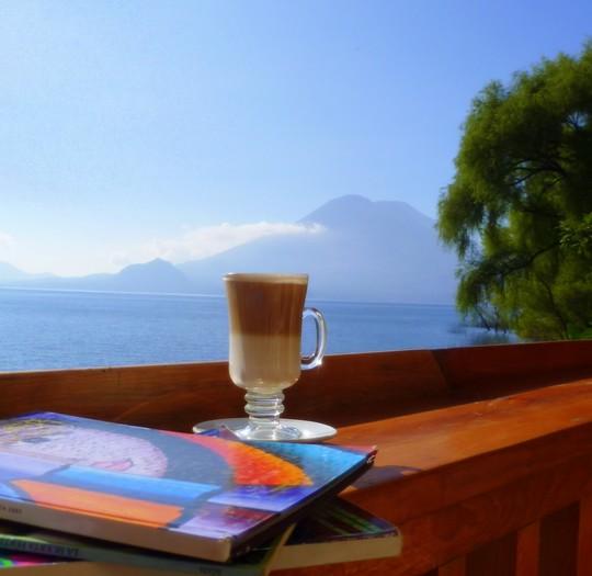 isla-verde-atitlan-hotel-ecologique-vue-volcan-atitlan