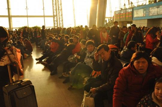 train-chinois-attente-gare-juin-2008