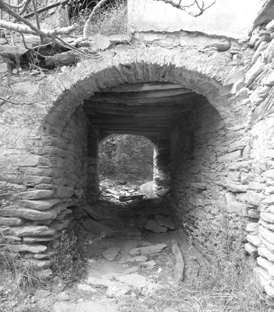 corse-insolite-village-abandonne-caracu-04