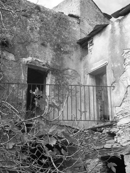corse-insolite-village-abandonne-caracu-05