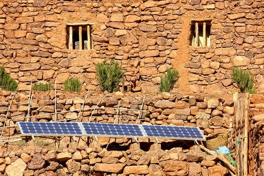 hotel-ecologique-maroc-ouednoujoum-panneaux-solaires