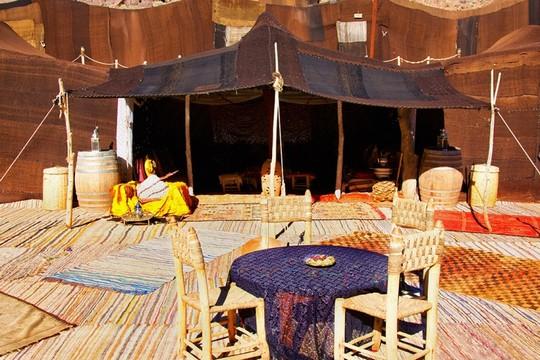http://www.voyageurs-du-net.com/wp-content/uploads/2013/05/hotel-ecologique-maroc-ouednoujoum-tente.jpg