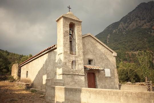 yann-delanaux-corse-insolite-village-abandonne-e-rosse-00