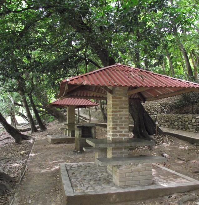 tourisme-communautaire-ecolo-chiflon-table