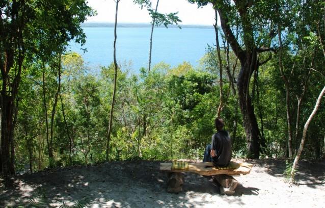 Une vue sur le lac Petén Itzá depuis la Posada del Cerro