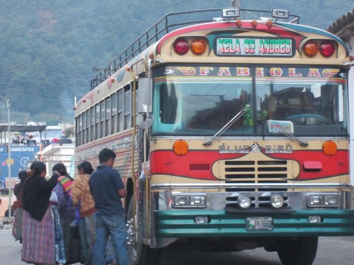 http://www.voyageurs-du-net.com/wp-content/uploads/2013/08/xela-quetzaltenango-bus-guatemala-2-700x525.jpg