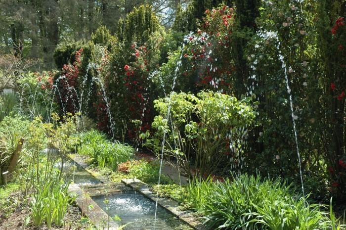 http://www.voyageurs-du-net.com/wp-content/uploads/2013/11/Parc-botanique-Haute-Bretagne-Jardin-1001-Nuits-700x465.jpg