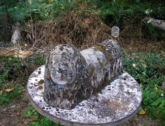 Les statues de ciment du jardin de Monsieur Gilis