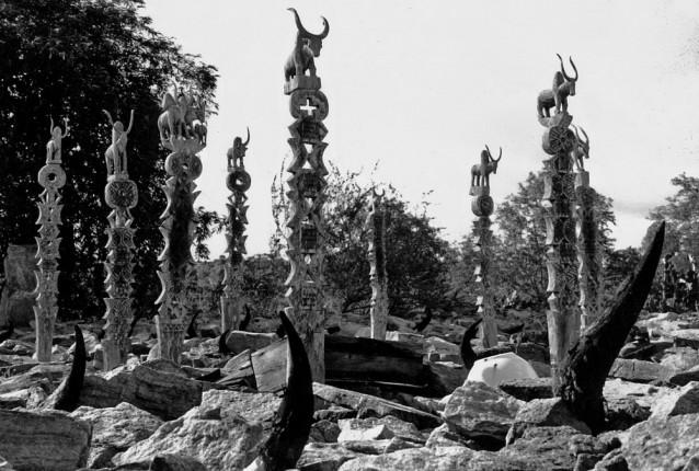 http://www.voyageurs-du-net.com/wp-content/uploads/2013/12/madagascar-culte-ancetres-sculptures-thumbnail.jpg