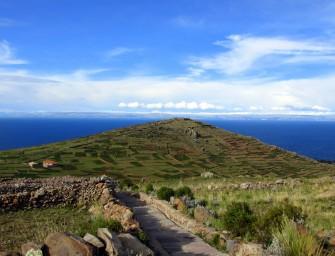 3 - Amantani  - Vue des ruines de Pachamama