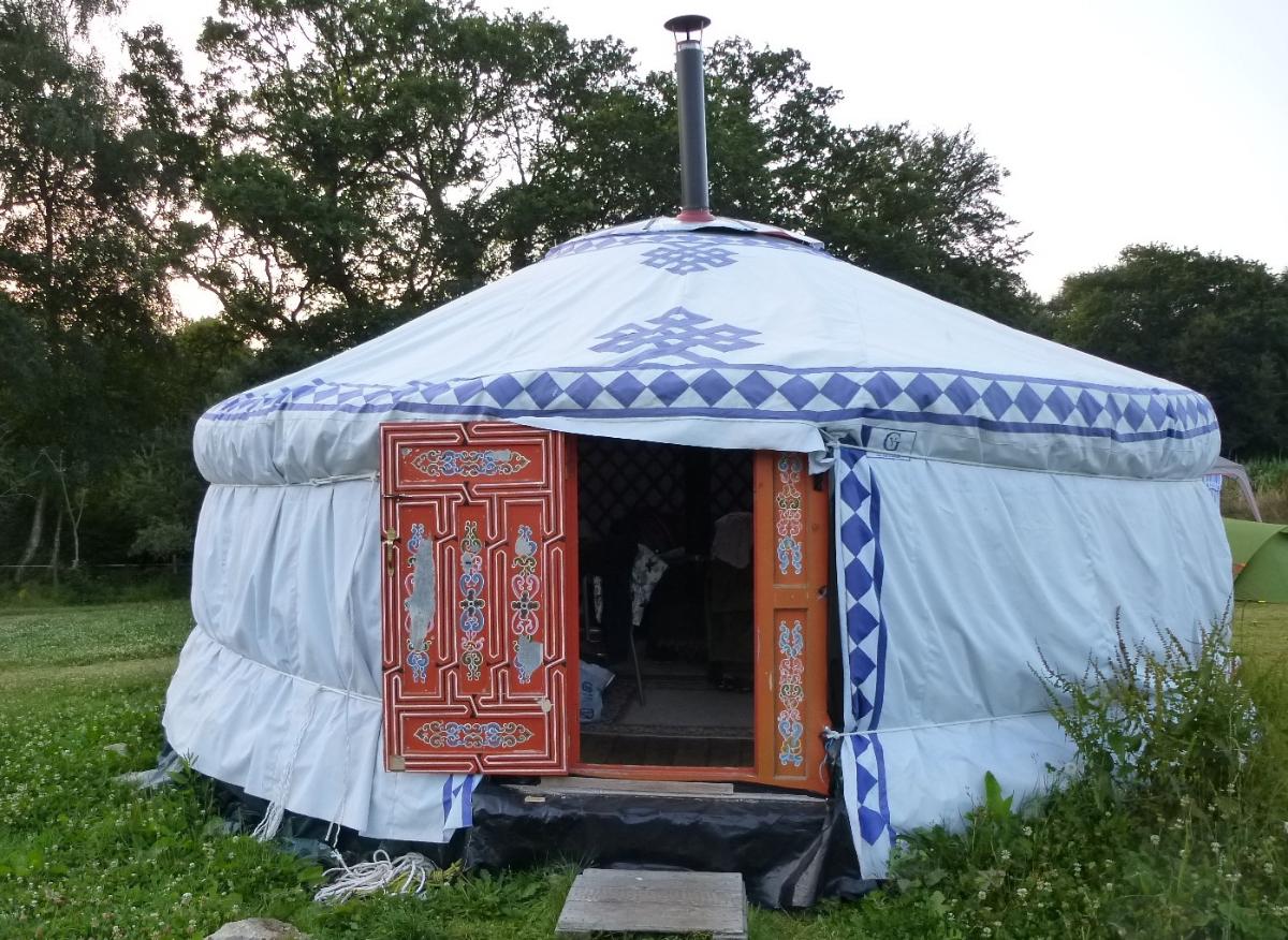 h bergements insolites en bretagne caravane hippie yourte et roulotte au bois du barde. Black Bedroom Furniture Sets. Home Design Ideas