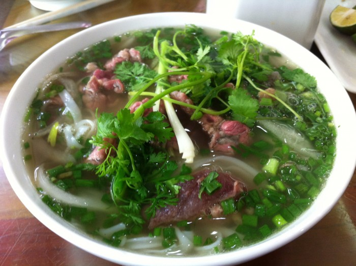 http://www.voyageurs-du-net.com/wp-content/uploads/2015/04/cuisine-vietnamienne-pho-bo-700x523.jpg