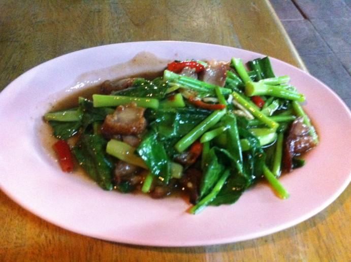 cuisine-thai-Pad Pak Kanaa Moo Khrob