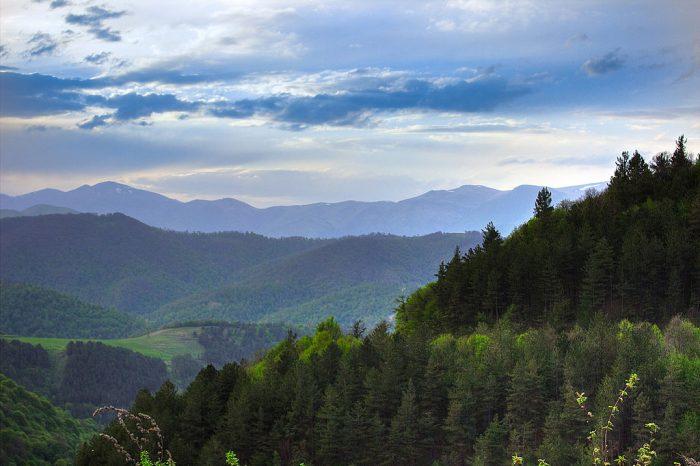 http://www.voyageurs-du-net.com/wp-content/uploads/2017/10/armenie-georgie-caucase-dilijan-_national_park_h-dayan-700x466.jpg