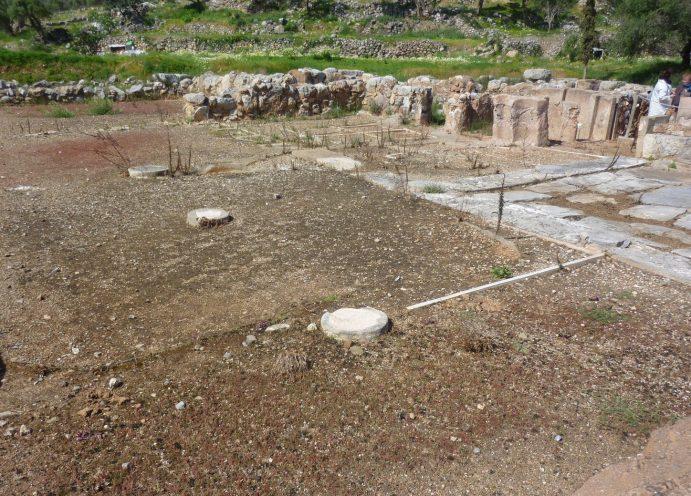 Archéologie minoenne : hall ou cuisine sur le site palatial de Zakros.