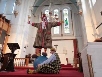 Londres insolite : à l'église de la Sainte Trinité, une messe annuelle… de clowns