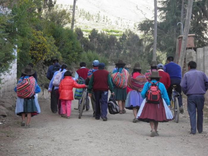 https://www.voyageurs-du-net.com/wp-content/uploads/2014/05/indigenes-peruviens-700x525.jpg