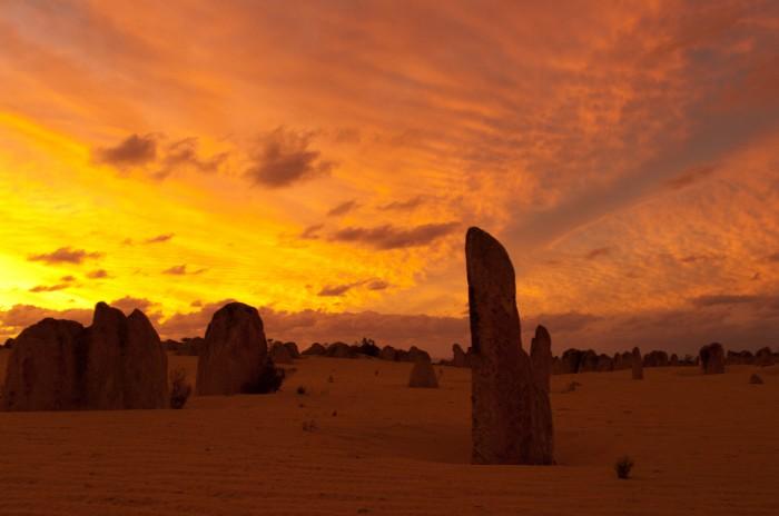 https://www.voyageurs-du-net.com/wp-content/uploads/2014/06/pinnacles-australie-autrement-06-gnagarra-700x464.jpg