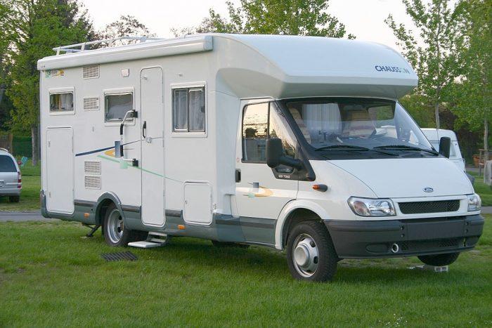 https://www.voyageurs-du-net.com/wp-content/uploads/2018/04/camping-car-wiki-700x467.jpg